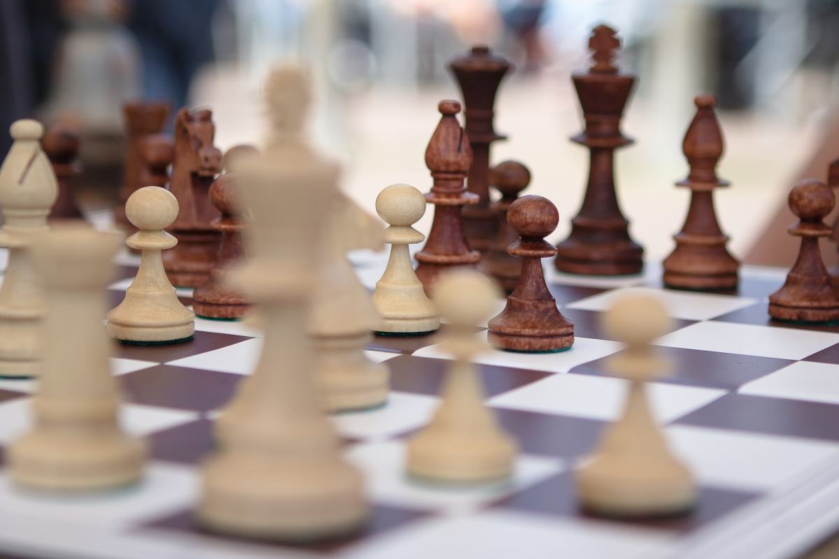 Chess play, Flickr, CC, by Remco Wighman