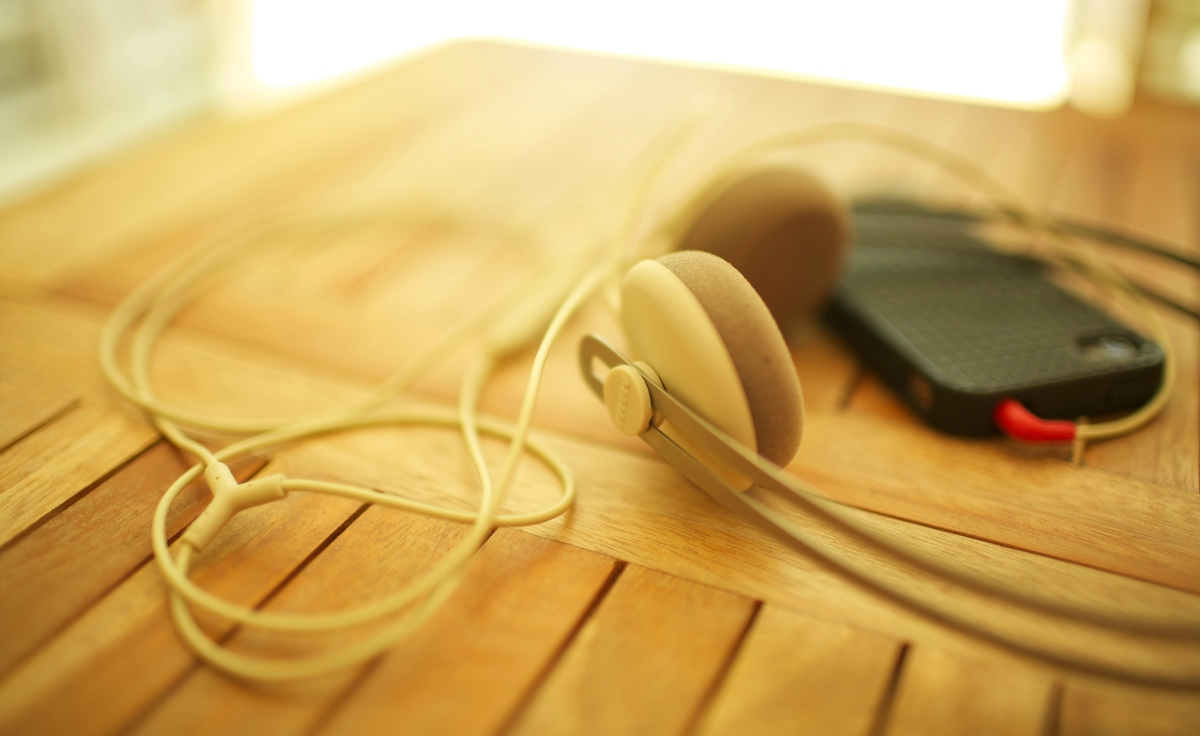 headphones_my_iphone-wallpaper-2560x1600