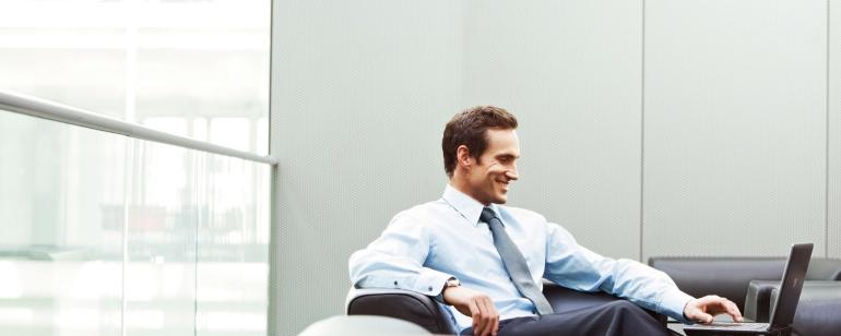 man_office_businessman_smile_laptop_79850_2560x1024