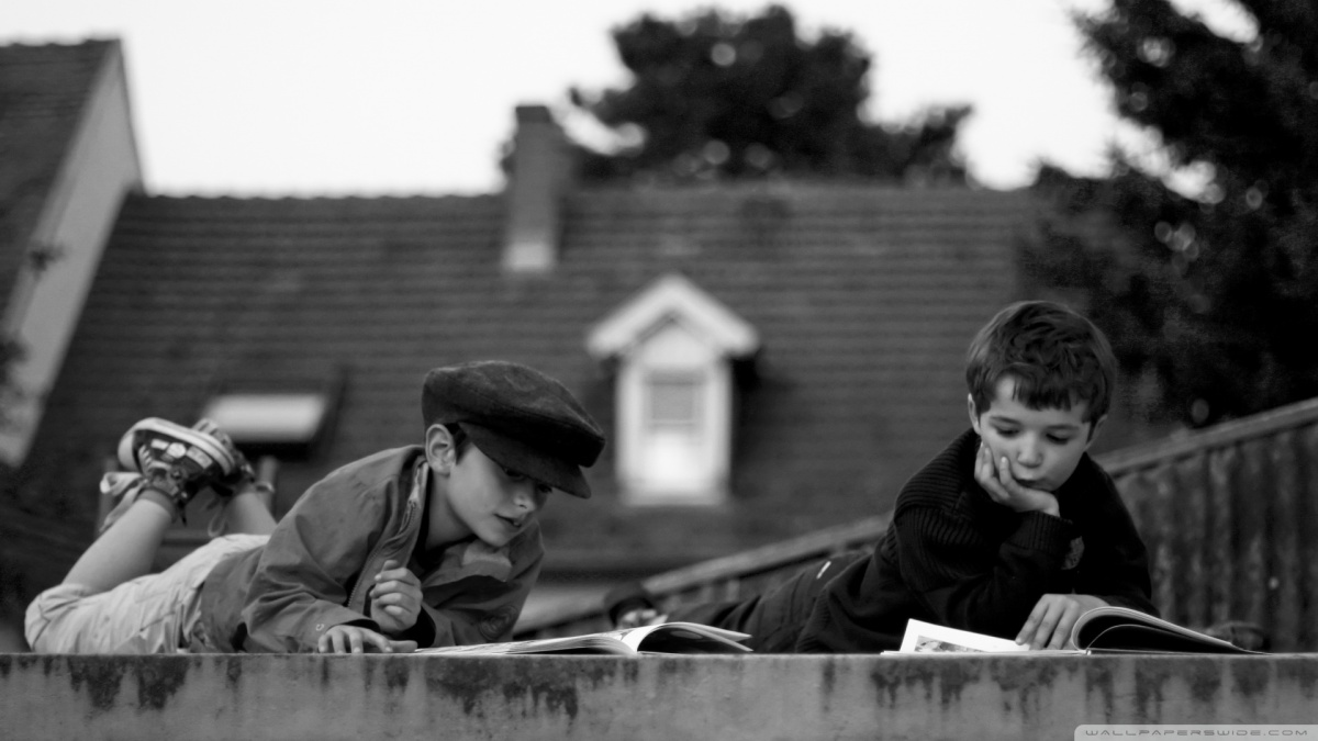 reading_on_the_roof-wallpaper-1920x1080