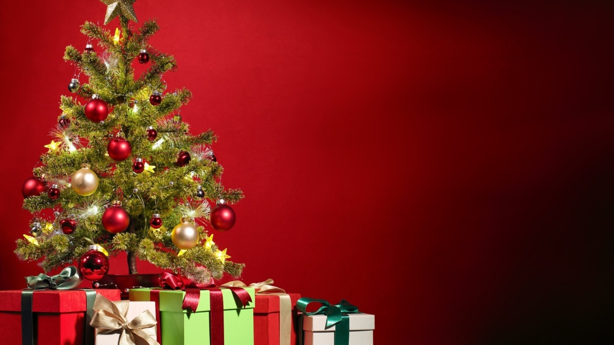 38241064-christmas-tree-wallpaper