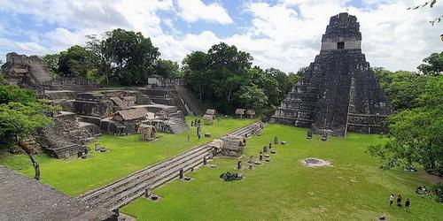 tikal_gran-plaza_temple_i